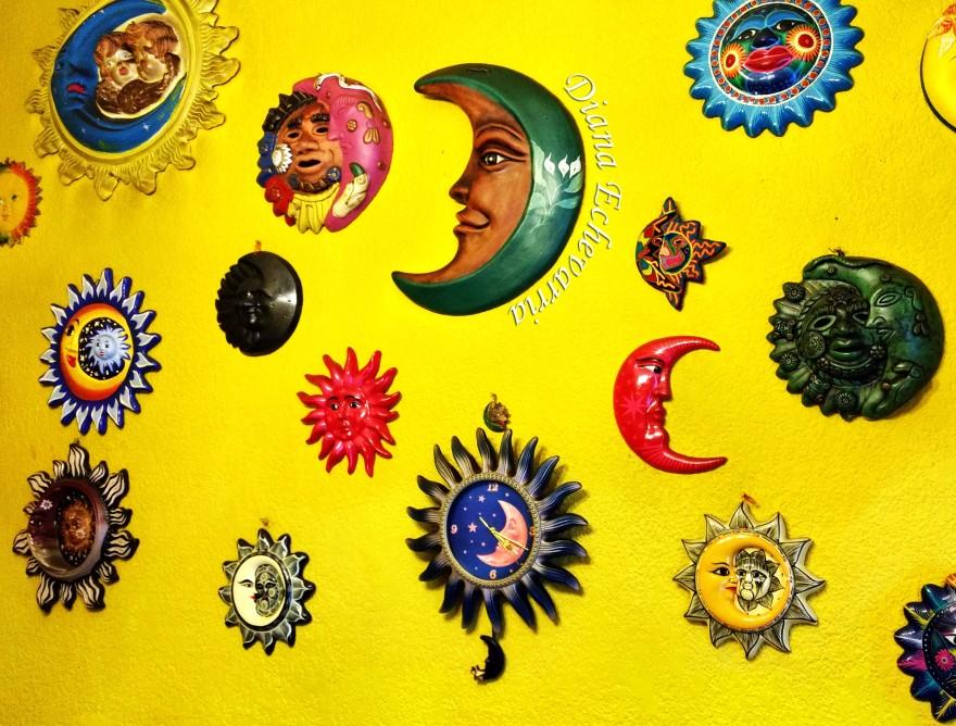 Soles y Lunas firma